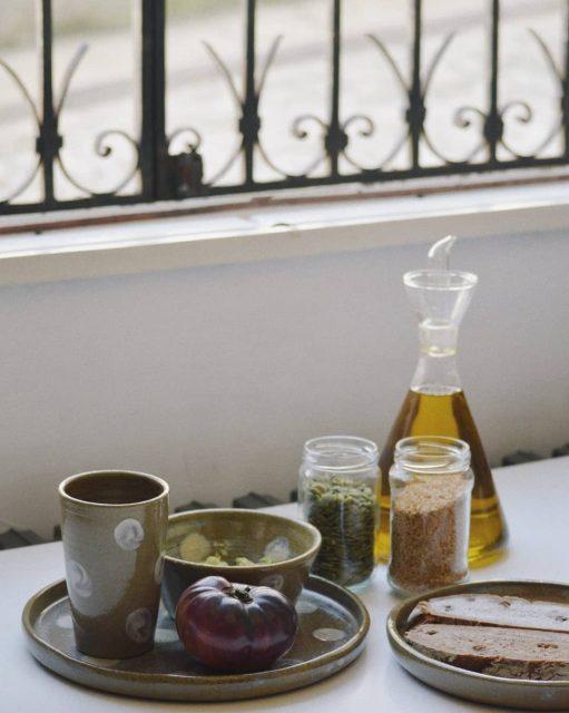 🌞Nova colección🌞  Collendo forzas para este domingo soleado, cun bo almorzo e ca nova colección de @alfareriaofalsete, que vos parece? ☕🥑🍞  Que teñades un feliz domingo! ✨✨✨  #artesaniadegalicia #oleriadebuño #novacoleccion #vaixela #almorzo #nuevacoleccion #desayunosaludable #aperitivo #torradas #tostadas #desayuno #ceramica #barro #clay #feitoaman #hechoamano #handmade #crockery #tableware #buño #malpicadebergantiños #bergantiños #costadamorte